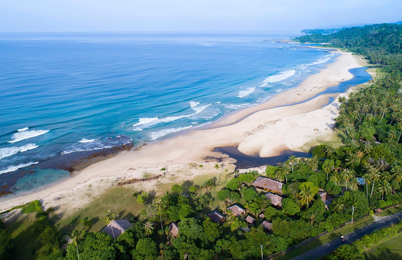 Aura Surf Resort Luftperspektive Simeulue